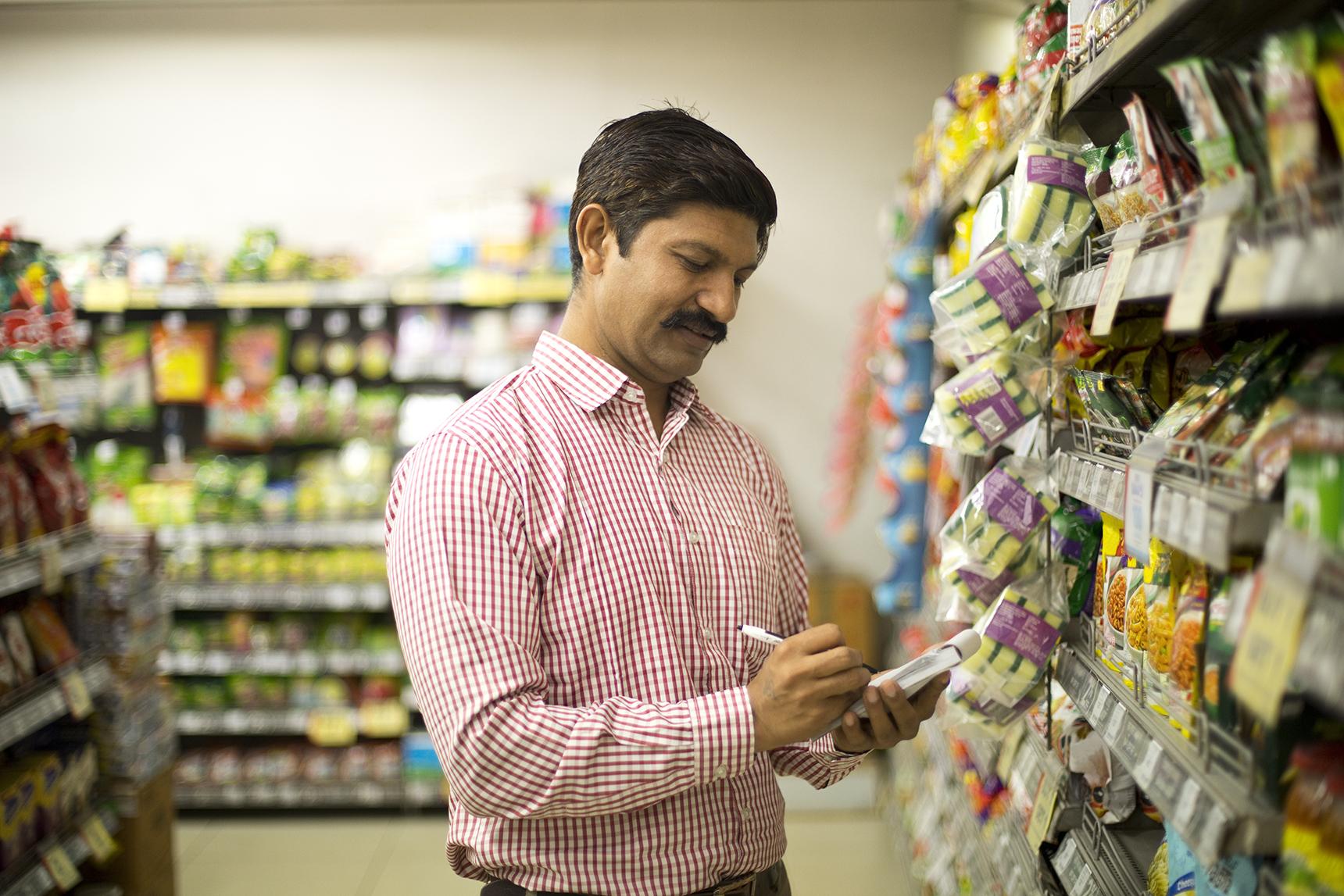 A man filling shelfs