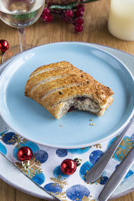 ARYZTA Christmas Cracker Roll