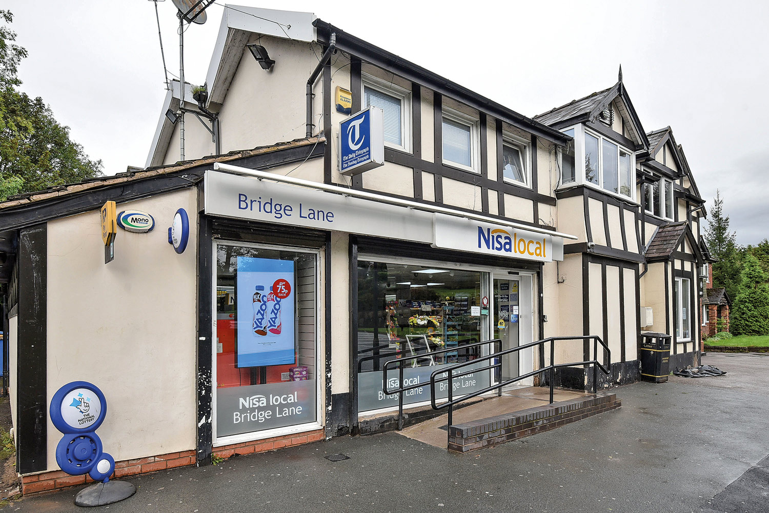 Nisa Local Bramhall Bridge Lane exterior